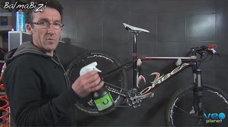 Bricobike - Limpiar la bici con desengrasante