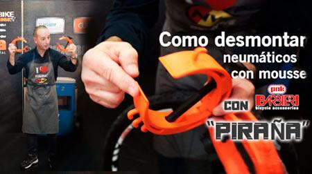 Desmontar neumáticos con mousse con la herramienta