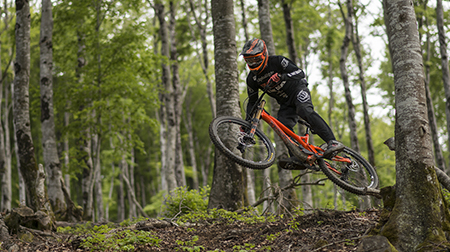 COMMENCAL y Thomas Estaque