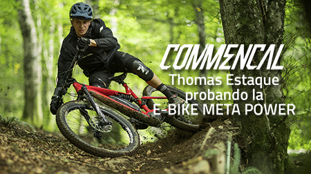 Thomas Estaque divirtiéndose con la e-bike Meta Power de COMMENCAL